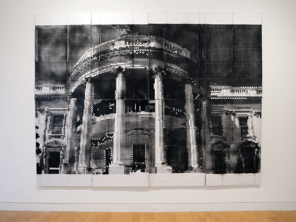 Painting with Benday dots in black and white of the façade of the White House.